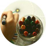 crayon main
